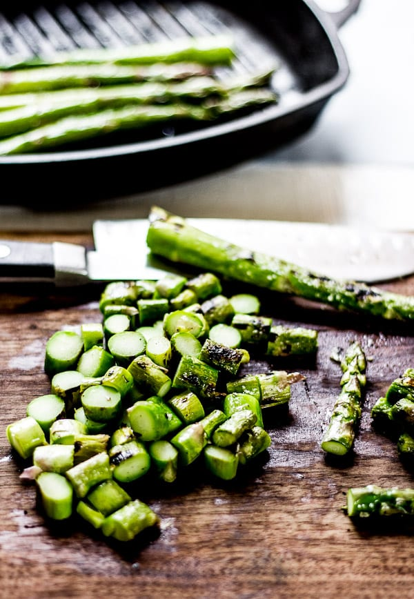 Grilled asparagus on a cutting board | theclevercarrot.com