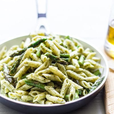 mini penne with spicy pesto + asparagus | theclevercarrot.com